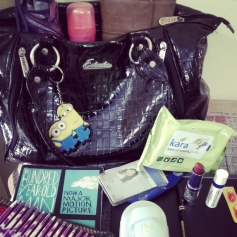 #fmsphotoaday #fmsphotoadaymay #latergram #may24th #fms_inmybag Pic prompt : Things in my bag and that would be my office laptop, my umbrella, my wallet, deodorant,wet wipes,a small diary and pen,novel am currently reading, spectacles, lip balm, comb,some tablets,Id card